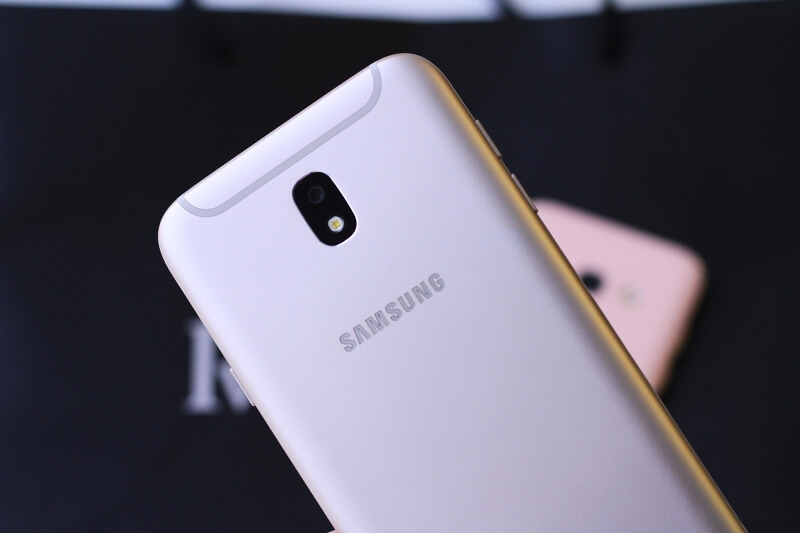 Samsung Galaxy A3 vs J7